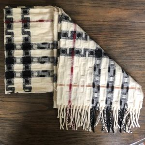 💯% Authentic Ivory Burberry Scarf